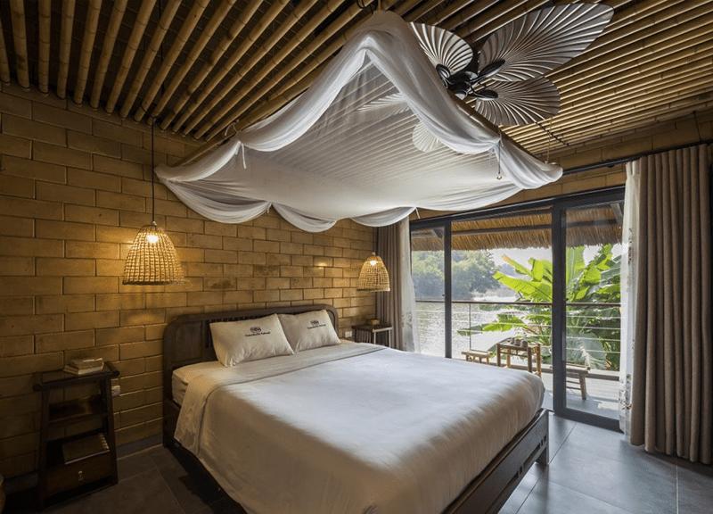 Căn phòng nhỏ sinh với gỗ và lụa ở Tomodachi Retreat